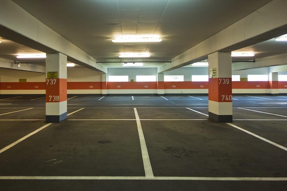 Repülőtéri parkoló a Liszt Ferenc repülőtéren